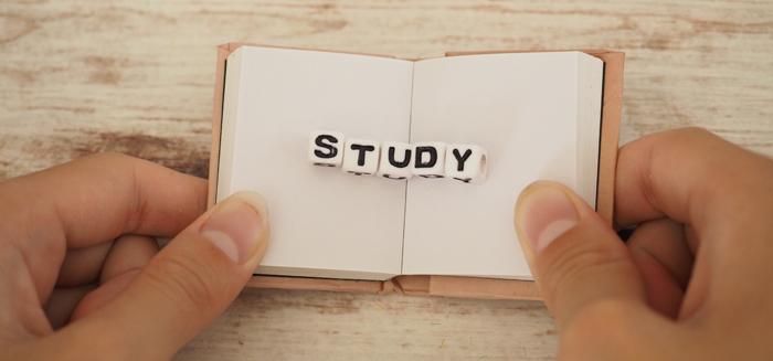 英語で書かれている本のイメージ